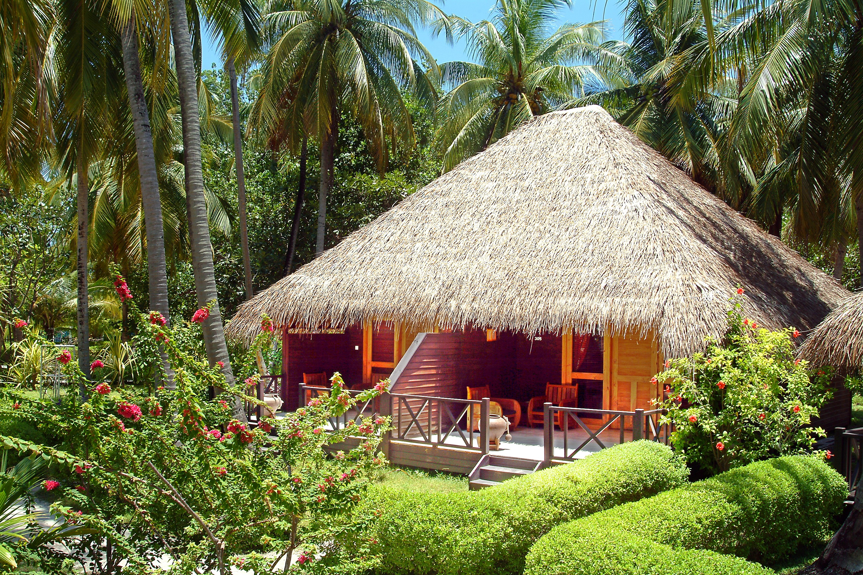 Bandos island resort spa island holidays maldives for Villa garden